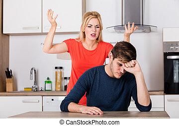gritos, mujer, marido, ella, cocina