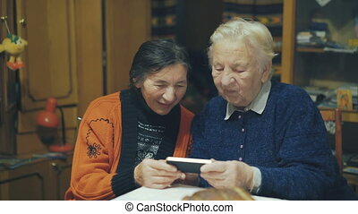 Two very old women speaking on the web chat 4K.