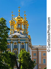 Gold-plated dome. - Fragment of the Catherine Palace in...