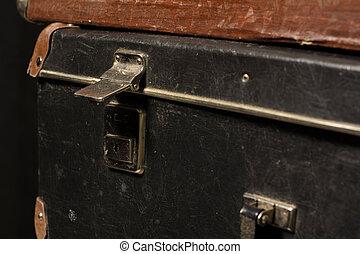 primer plano, vendimia, bolsa, hierro, maleta, castillo