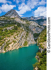 The canyon narrowed in the Upper Verdon - The rocky slopes...