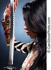 joven, mujer, samurai, espada