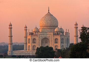 View of Taj Mahal at sunset in Agra, Uttar Pradesh, India....