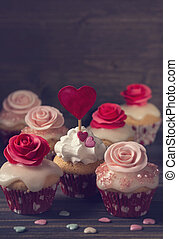 Small cupcakes with roses