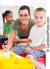 Kinder, lehrer, vorschulisch