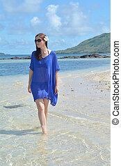 donna, remoto, turista, isola, camminare, lungo, spiaggia,...