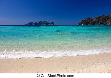 Long Beach in Thailand - Beautiful Long beach at Phi-Phi...