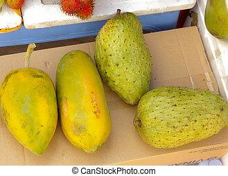 papaya and noni fruit on market place - papaya and noni...