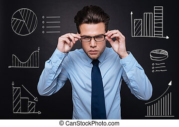 Well dressed handsome young man analysing data. -...