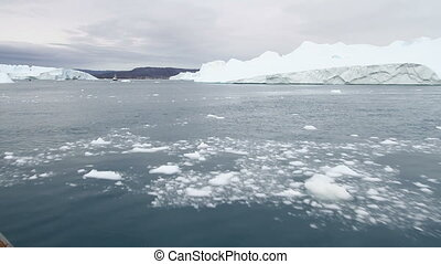 Sailing in the icefjord - Sailing in the famous Ilulissat...