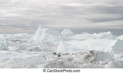 Ilulissat Icefjord time lapse - View over Ilulissat icefjord...