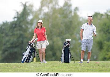 bonding through playing golf