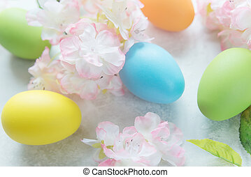 Easter composition with flowers and Easter eggs - Beautiful...