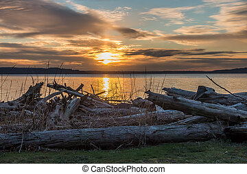 Pacific Northwest Sunset - The sun sets over the Puget Sound...