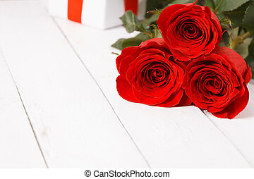 rose flowers on wooden table