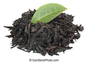 Black tea with green tea leaf