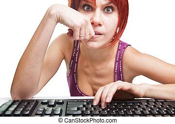 zangado, mulher, computador, surfando, Internet