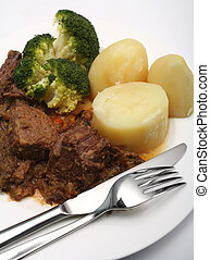 Beef stew and broccoli - A warming plate of beef stew with...