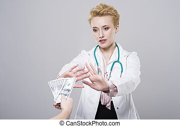 Doctor does not accept the bribe