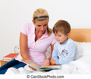 Mother with child in bed to read the stories.