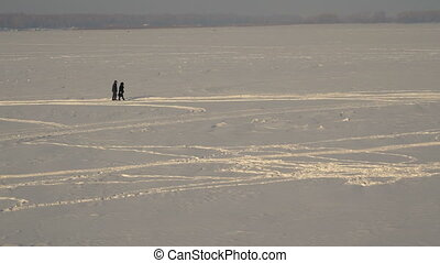couple walking in the snow - Footage couple walking in the...