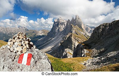 Geislergruppe or Gruppo delle Odle with tourist sign - View...