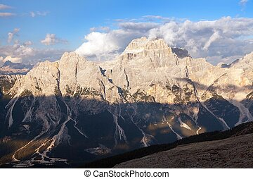 gruppo del Sorapis, Alps dolomites mountains - Evening view...