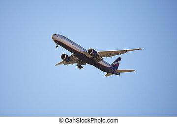 Aeroflot Russian Airlines Boeing 777 approaching Ben Gurion...