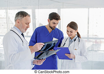 Skillful general practitioners working with documents -...