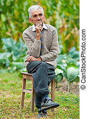 Senior man outdoor - Portrait of a wrinkled and expressive...
