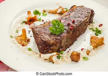 Grilled rump steak with chanterelle mushrooms and cream...