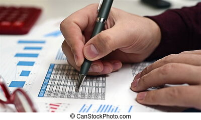 Trader Man Pen - Trader Man With Pen In Hand And Analyzes...
