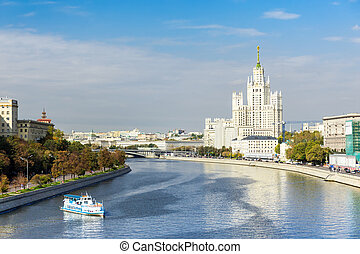 Kotelnicheskaya embankment and Moscow river -...