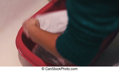 Clothes washing by hand