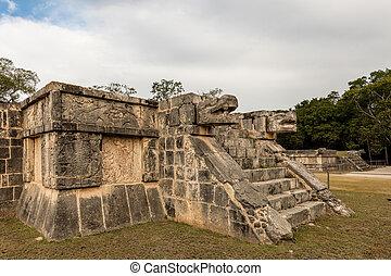 Chichen, grande,  plaza, plataforma, jaguares, águilas
