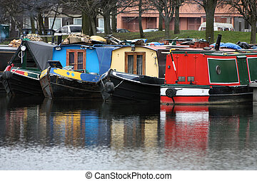 Houseboat - Birmingham water canal network - colorful living...