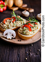 Chicken meat spread with mushrooms, pepper and egg - Savory...