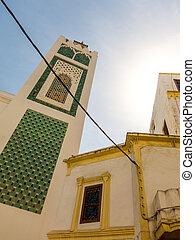 Minarett einer Moschee in der Medina Tangers, Marokko -...