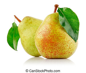 fresh pear fruits with green leaf