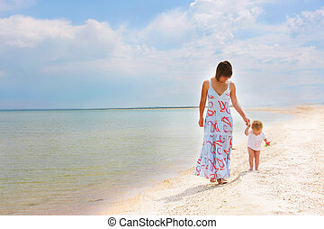 madre, bambino, camminare, spiaggia