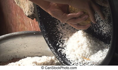 Woman extraction of coconut pulp. - Woman on a public market...