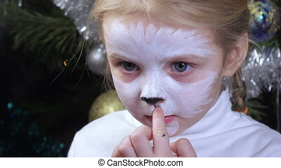 On girl painted on face - On face of little girl draw kitty