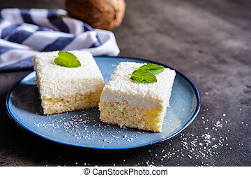 Cake with coconut and ricotta