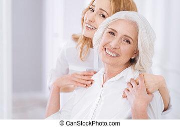 mulher, filha, dela,  ceerful, abraçar, envelhecido