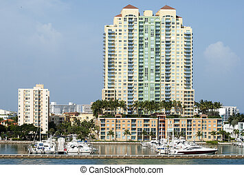 Living In Miami Beach - Little marina next to the apartment...