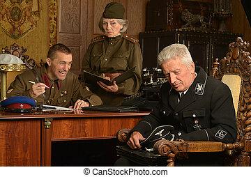 soldiers taking kraut - Soviet soldiers taking kraut hostage...