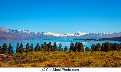Panoramic view of Lake Pukaki and Mt Cook mountain range,...