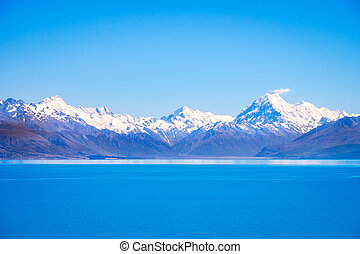 Scenic view of Lake Pukaki and Mt Cook, New Zealand - Scenic...