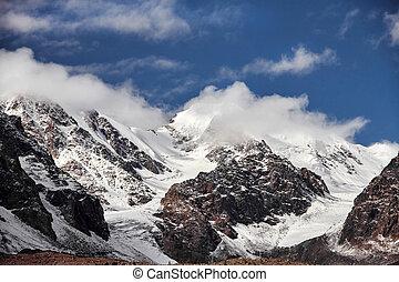Journey through the Altai mountains to Aktru. Hiking to...