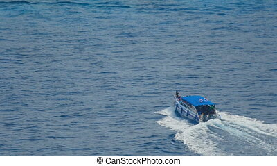 Tourists arrive on the Similan Islands - SIMILANS ISLANDS,...